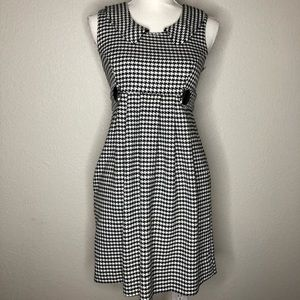 Houndstooth Sleeveless Collared Dress